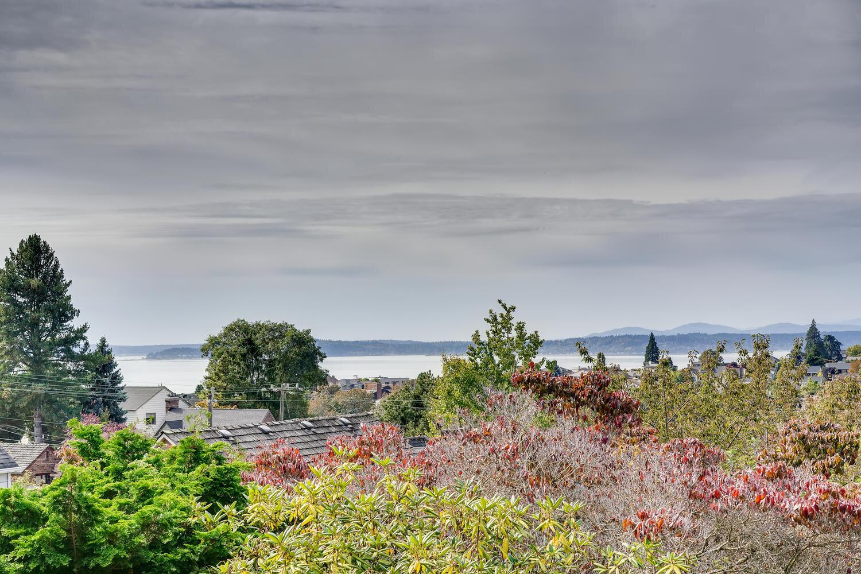 2111 29th Ave W Seattle WA-large-037-027-Views-1500x1000-72dpi.jpg