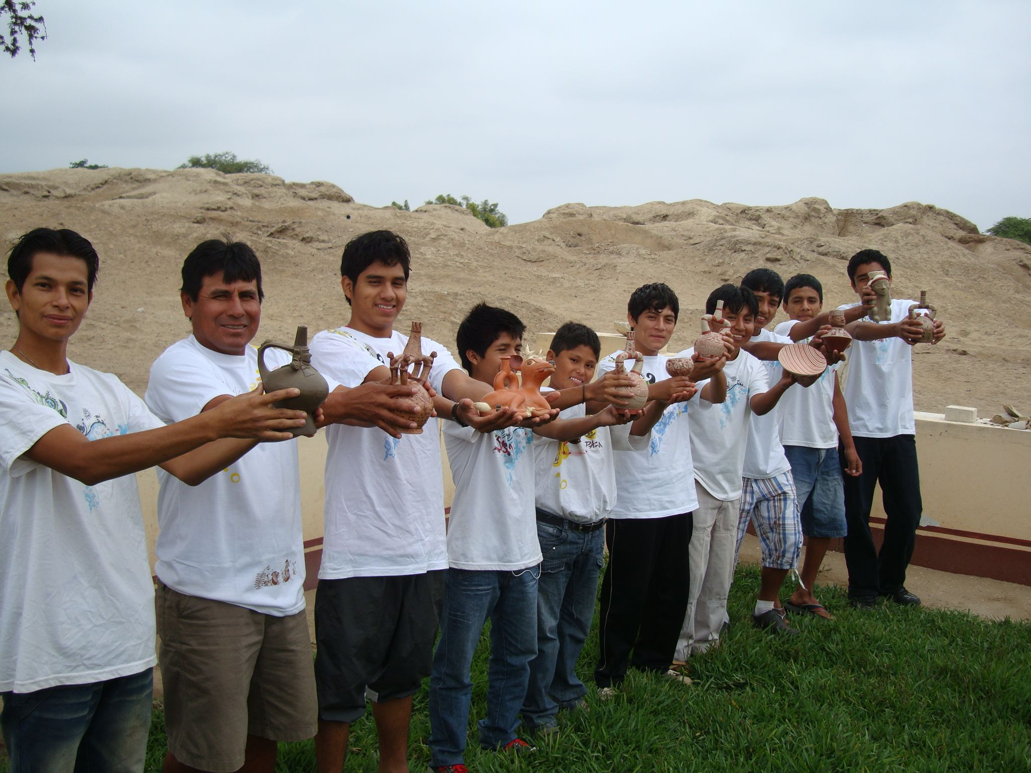 SJM - Workshop students and their vessels 2.jpg