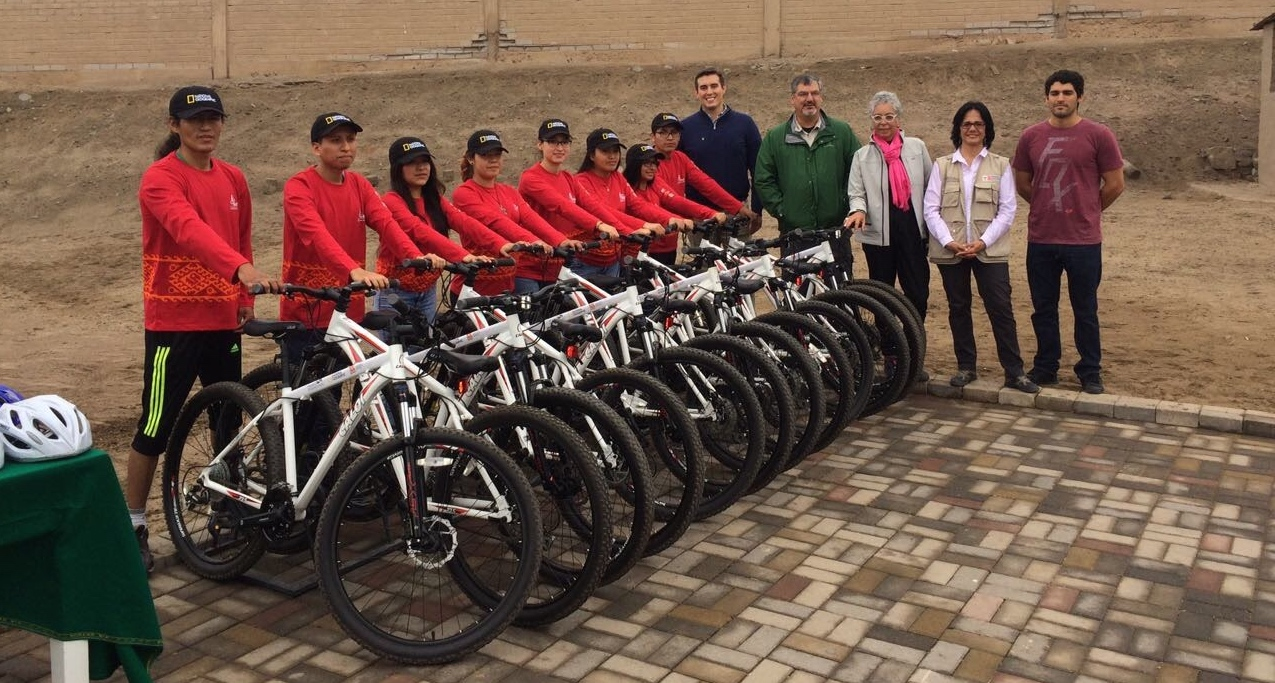 The Bicitours Inauguration, with project participants and representatives of collaborators National Geographic, SPI and  Museo Pachacamac .