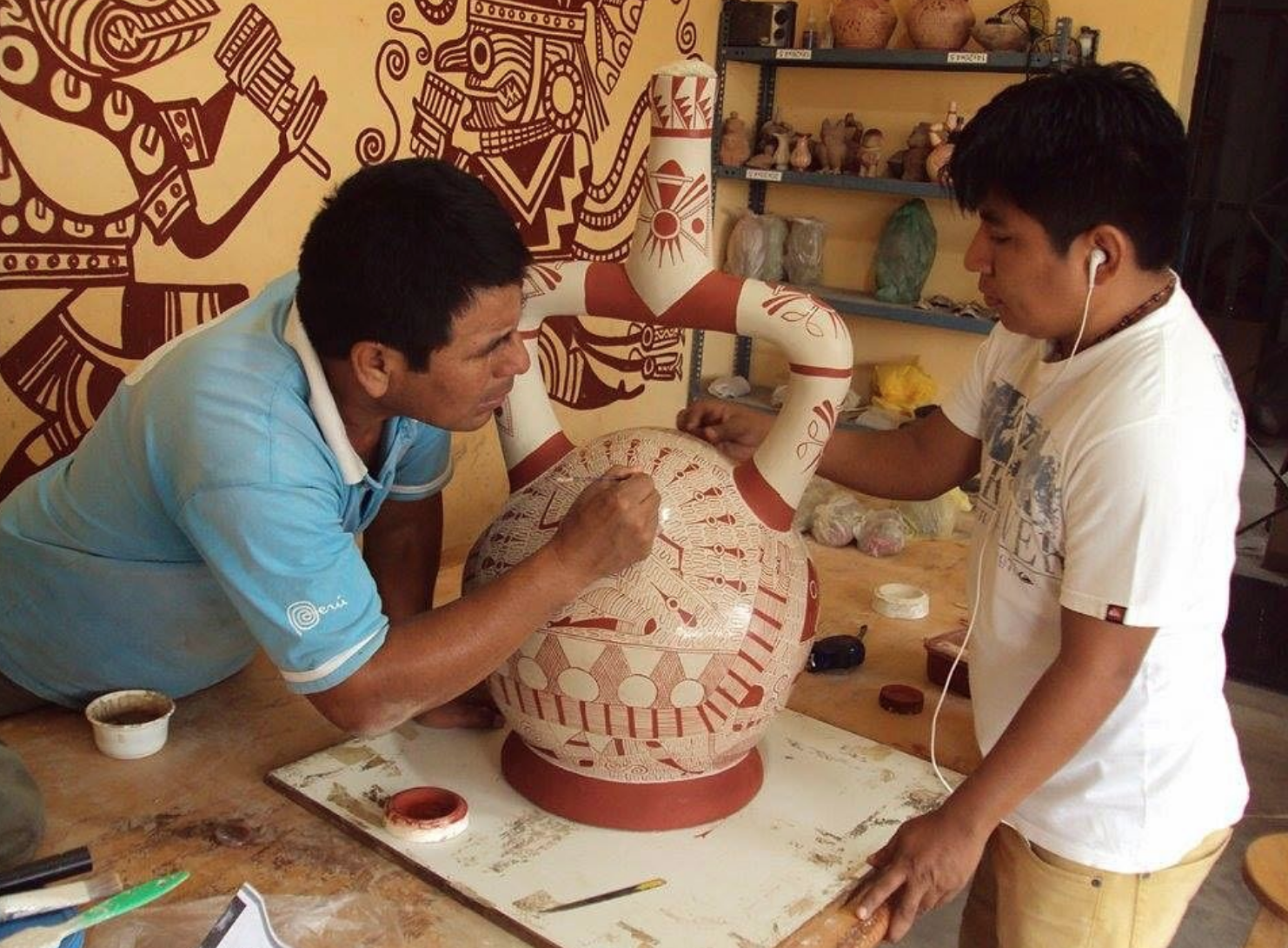 Artisans from SPI's San José de Moro project, overseen by Luis Jaime Castillo Butters. Entrepreneurs living near the site create high quality replicas of ceramics found at the site.