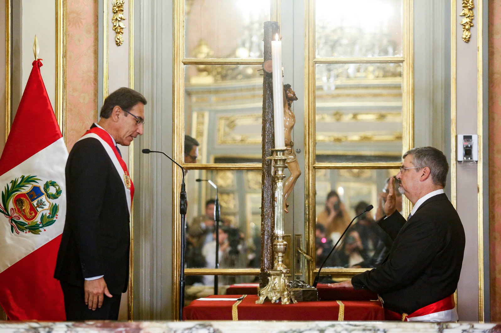 Luis Jaime Castillo Butters being sworn in as Minister of Culture by the President of Peru on July 8, 2019.