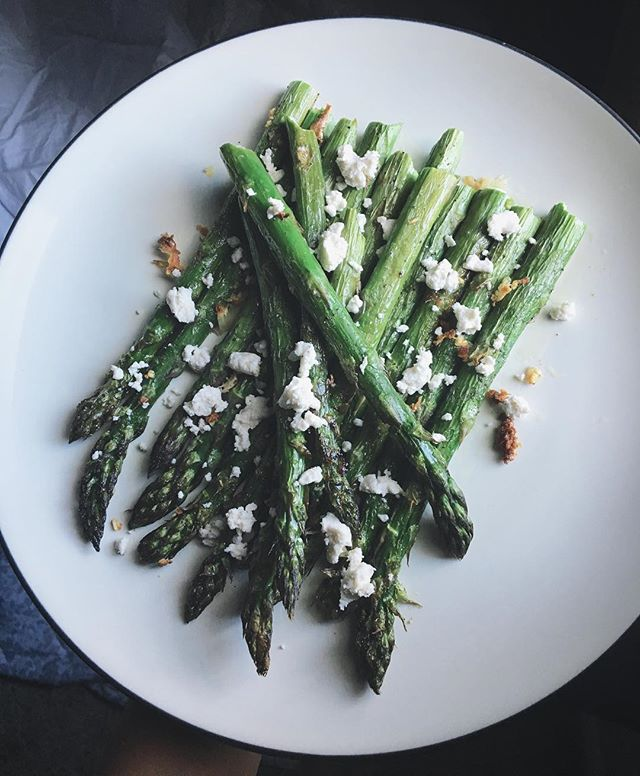 I tried a thing! Asparagus. Because A) I don't eat enough vegetables,and  B) I wanted to try a thing I hadn't thing-ed before. So! Garlic roasted asparagus and chèvre cheese. With a side of window light :) Also I'm left with an abundance of chèvre and don't know what to use it for...any suggestions, please advise...
