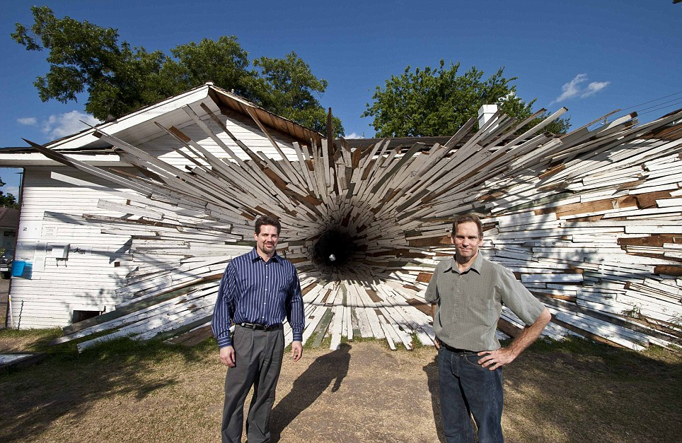 Dan Havel + Dean Ruck,  Inversion , 2007. Image credit:  The Daily Mail .