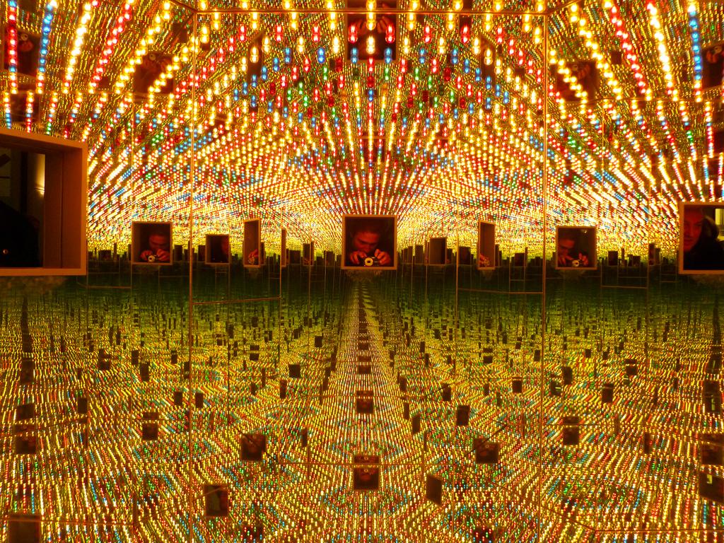 Yayoi Kusama's  Infinity Mirrored Room  (1994). Courtesy of Flickr user  Sjoerd Los .