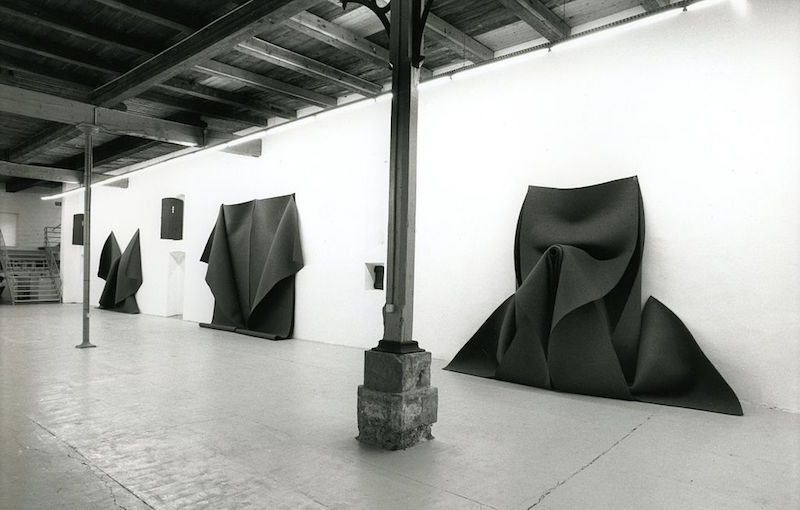 Robert Morris, installation view. Image courtesy of Wikipedia.