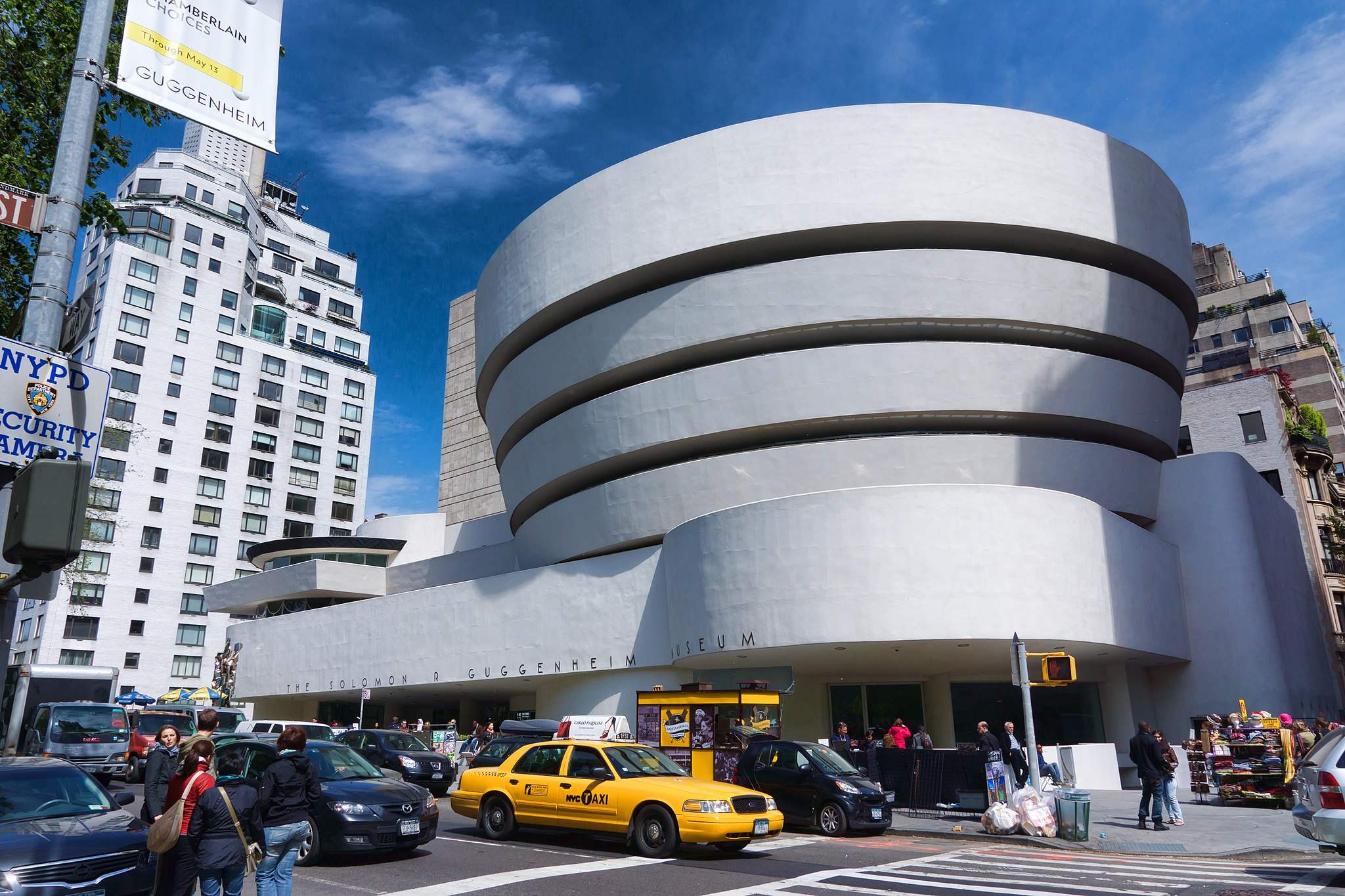 The Solomon R. Guggenheim Museum, New York. Photography by  Jean-Christophe   Benoist . Courtesy of Wikimedia Commons.