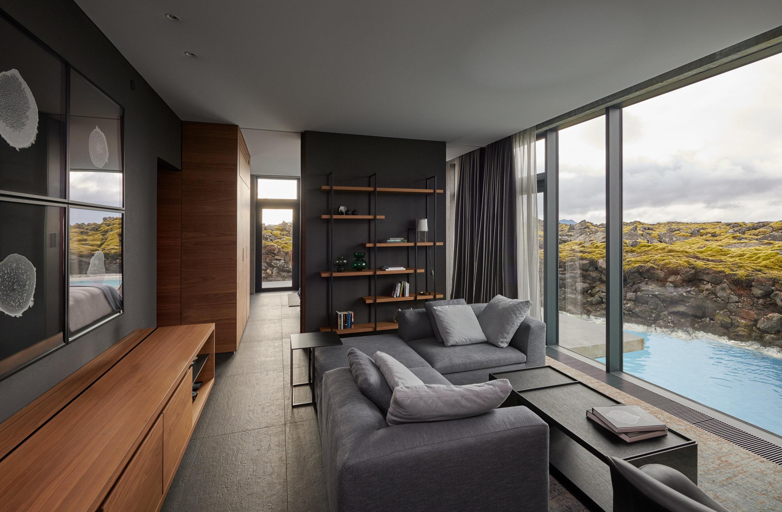 Lagoon_suite_living_room_area.jpg
