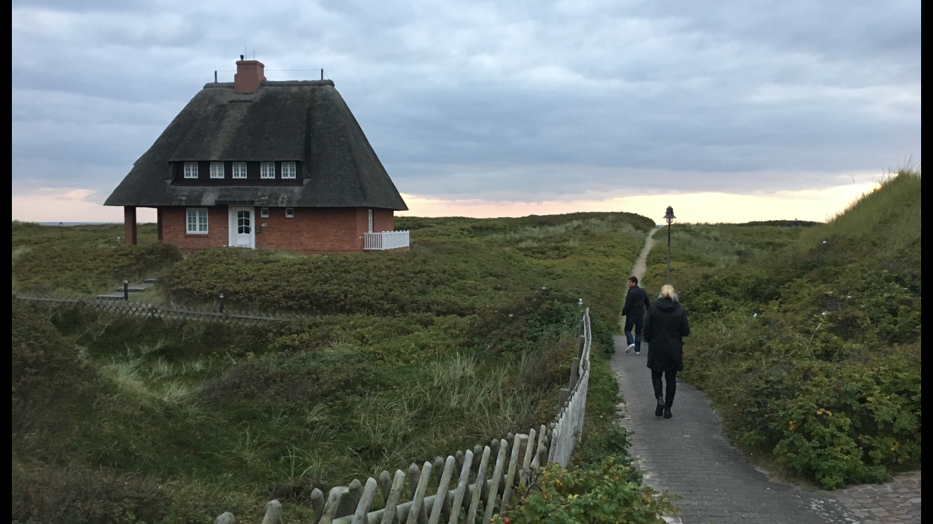 Walking to dinner along the curvy paths in the beach community on Sylt.