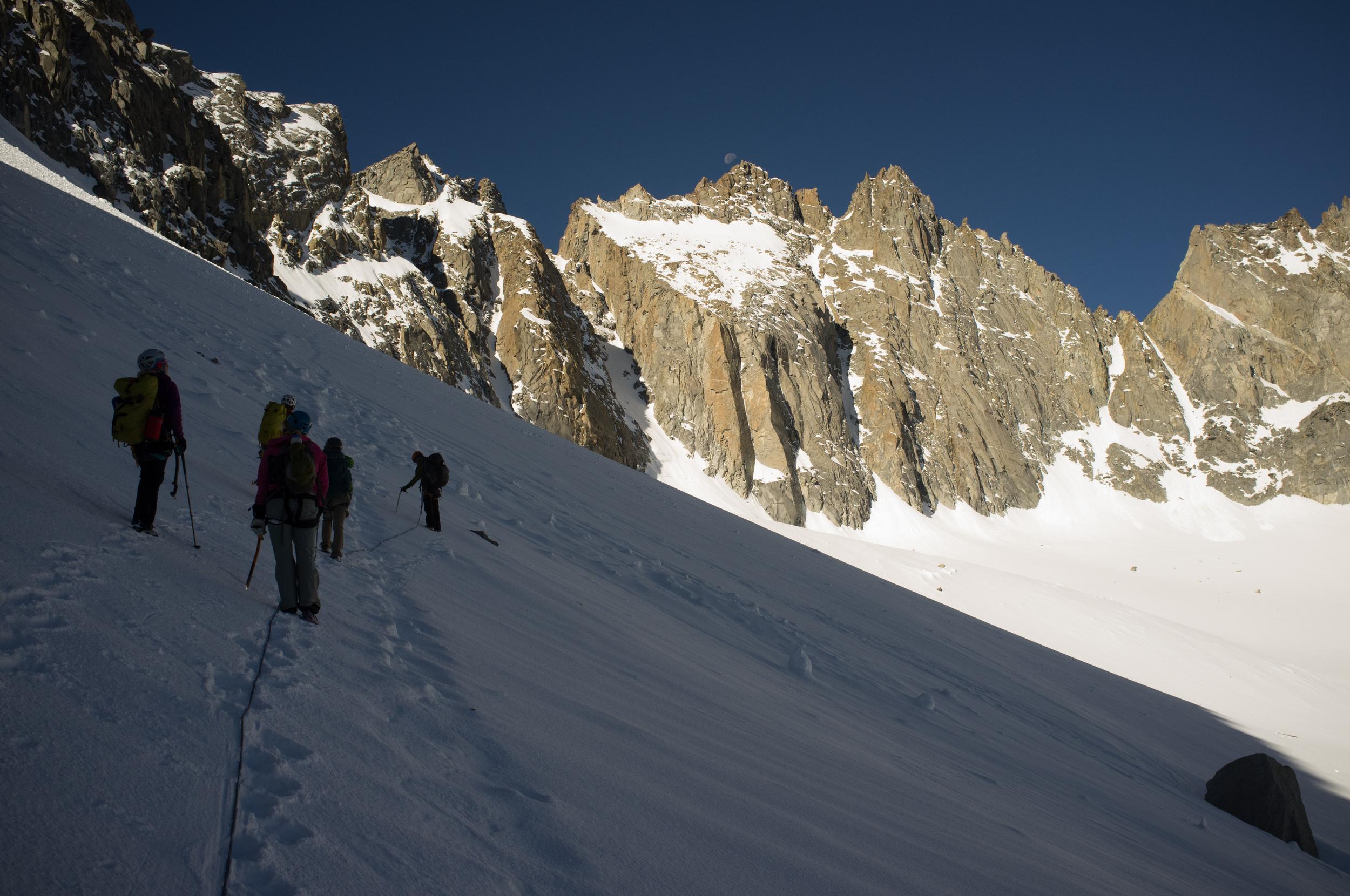 bran leading the crew to the glacier notch