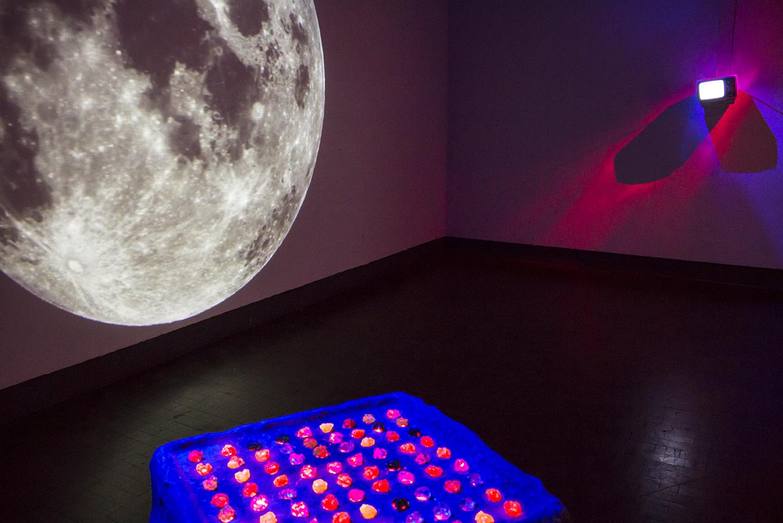 install moon table tv.jpg