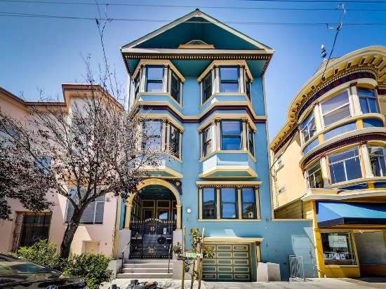2130 Hayes St$2.2M - This beautiful NoPa home is situated at the penthouse level of a grand 3-unit building. With 4 bedrooms plus an office, two private patios, an expansive Great Room with vaulted ceilings and lots of natural light, this home offers it all, including a 2-person elevator from the garage to call levels. Luxury living at its finest!Close to Golden Gate Park, Alamo Square, easy access to freeways and downtown as well as bus lines, tech shuttles and fantastic shopping and dining.Visit our YouTube Channel for a virtual tour!