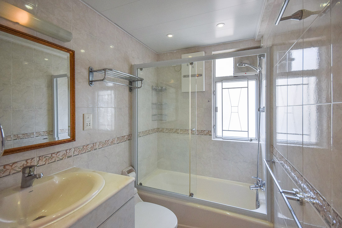 Master Bathroom-web.jpg