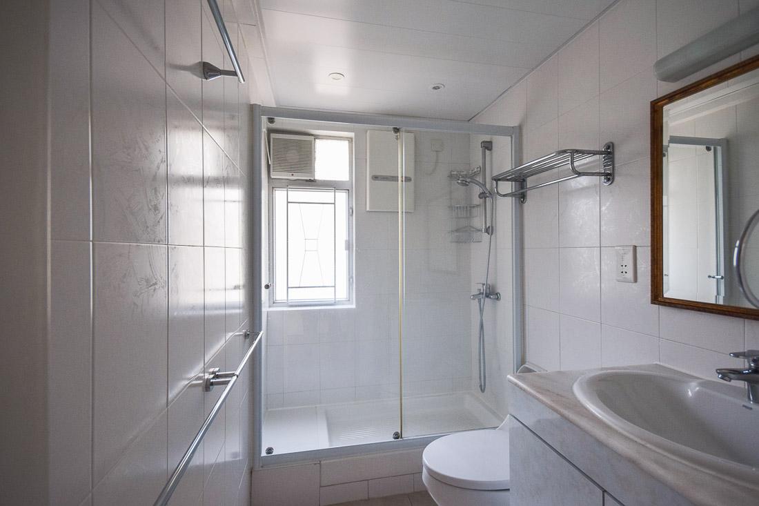 Bathroom 2-web.jpg
