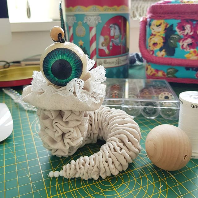 I didn't take many progress photos for this little Vurm but this is a shot when I was working out how to attach the head. The bead on top was a stopgap in the end. He's got a wrapped wire spine so he's twisty and posable. I luv him. 👁