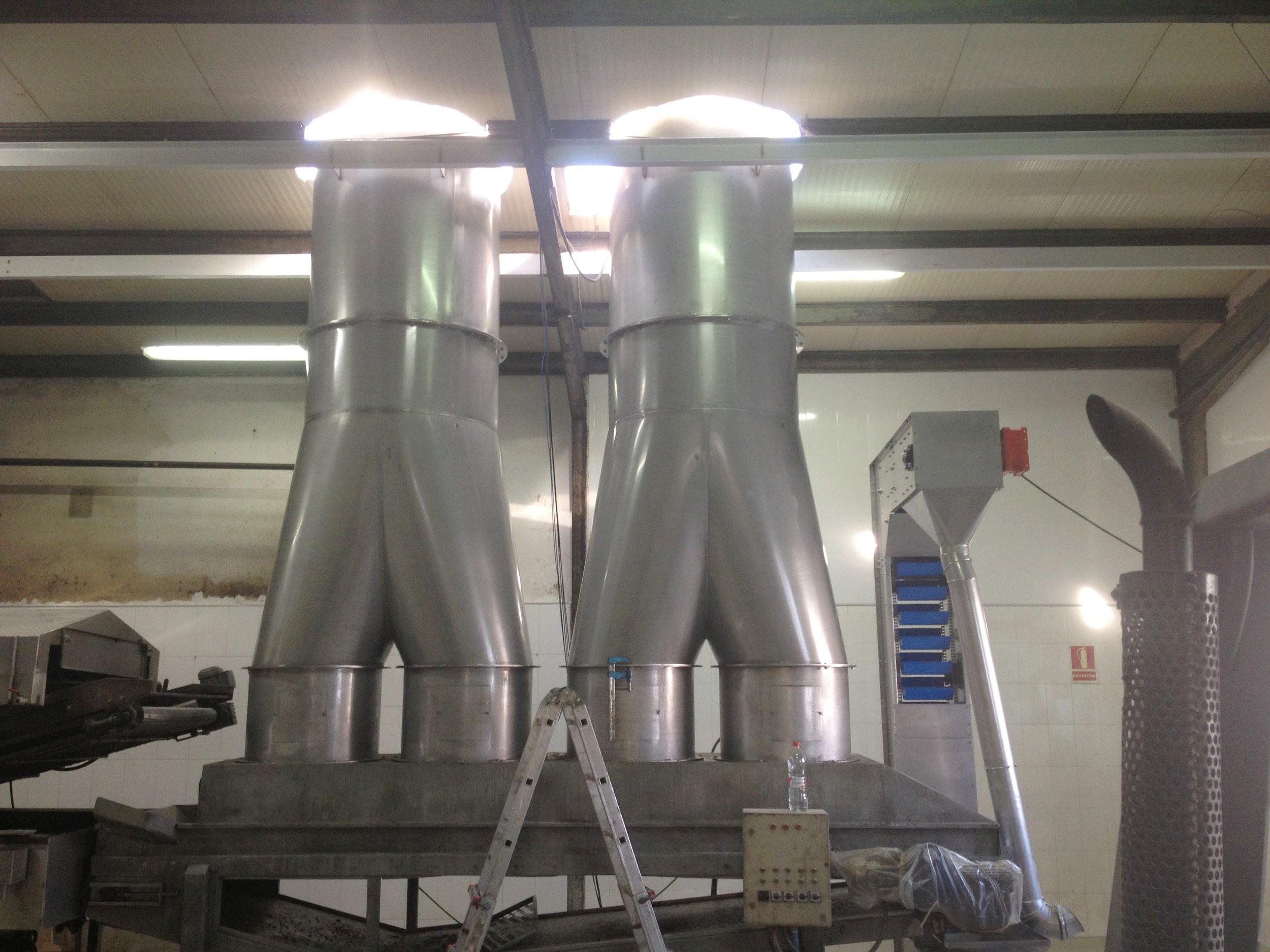 Sistema de extracción para enfriado en de productos alimentarios después de tren de freído
