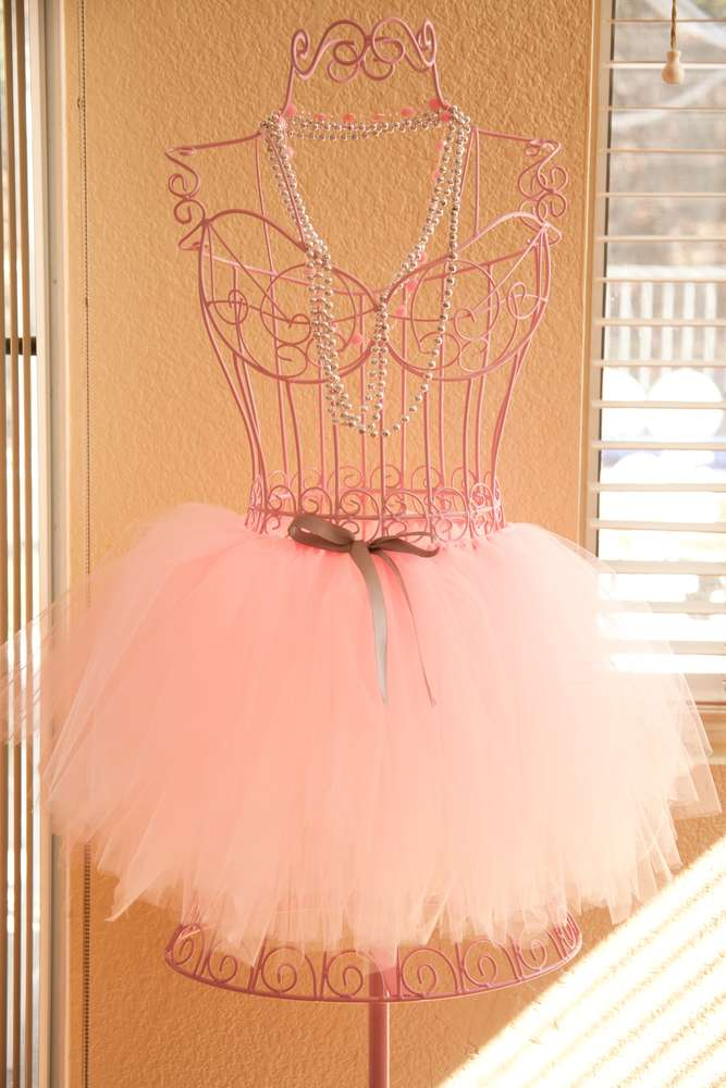 ballerina stand - catchmyparty on P.jpg