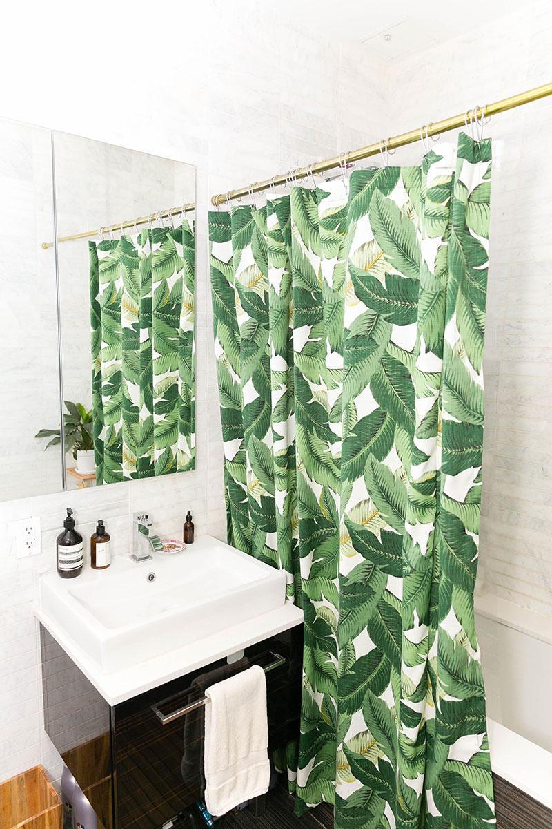 55 - Shower curtainThe-Everygirl-Sarah-Schiear-Brooklyn-Emilia-Jane-Photography-50.jpg