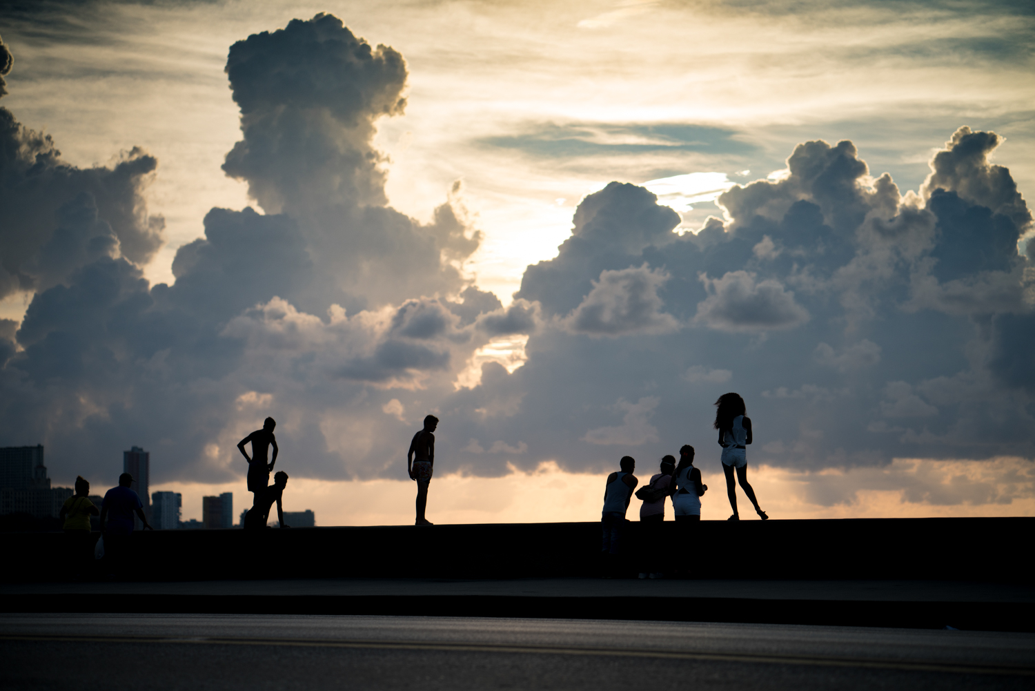 Everyone catching the amazing sunset on the famous Malecon.  Sony A7RII, Zeiss Batis 85mm f/1.8 (iso200, f/2.2, 1/6400s)