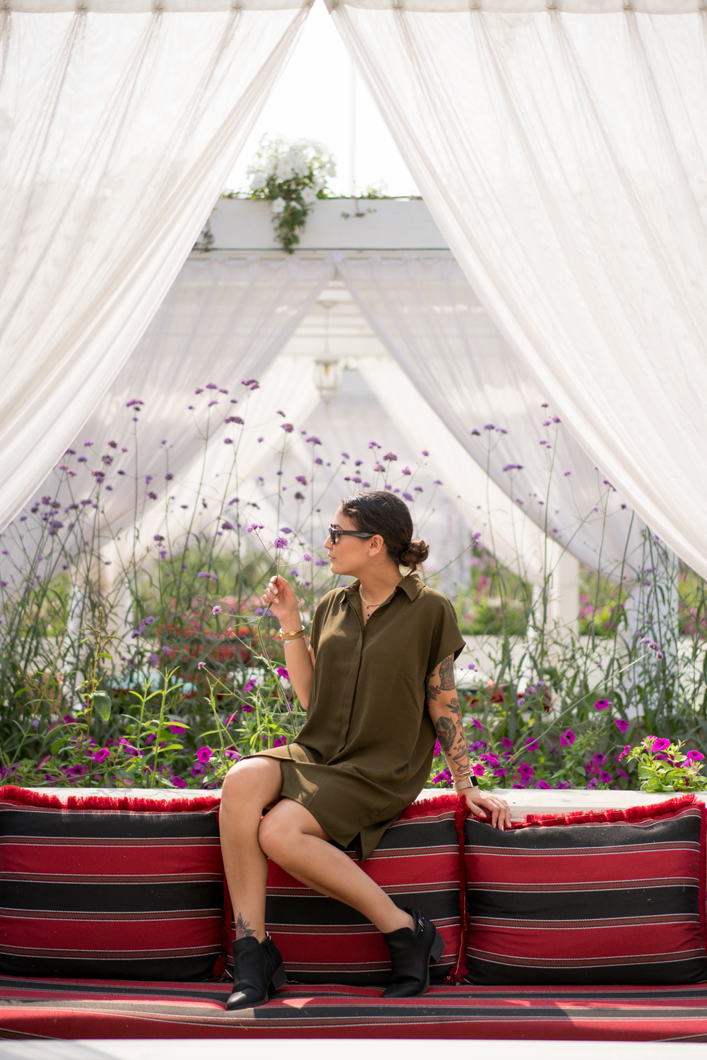 Amanda in a cabana with the flowers.  Sony A7RII, Zeiss 55mm f/1.8 (iso100, f/1.8, 1/3200s)