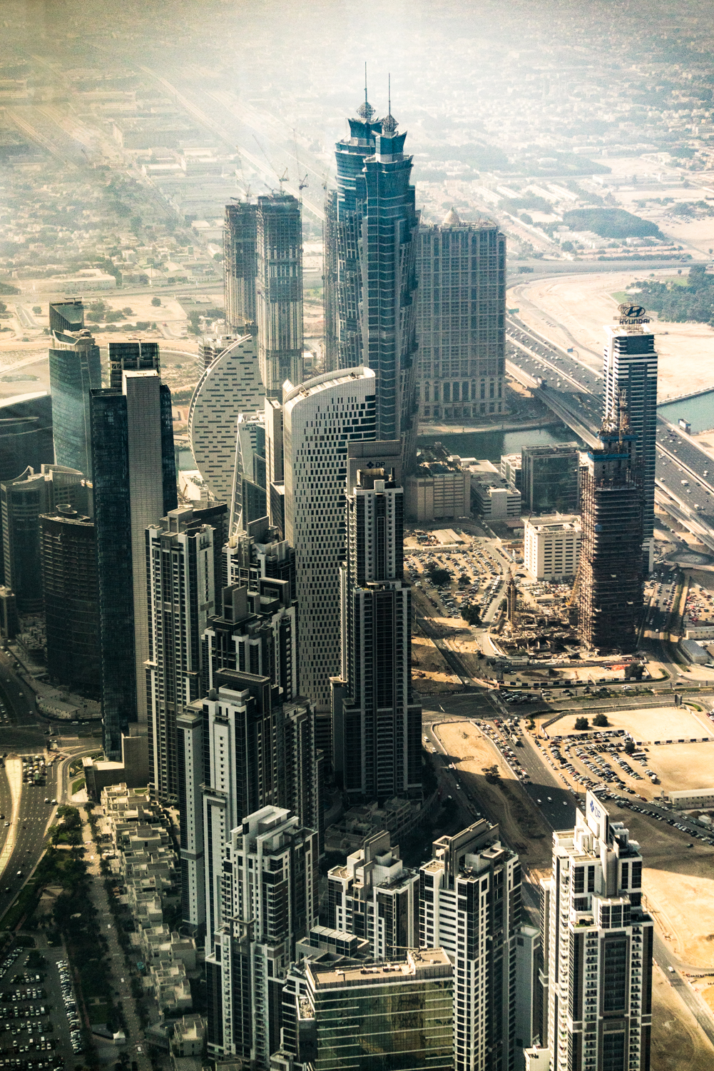 Some of the rapid construction in downtown Dubai.  A7RII, Sony 55-210mm f/4.5-6.3 (iso500, f/4.5, 1/1250s)