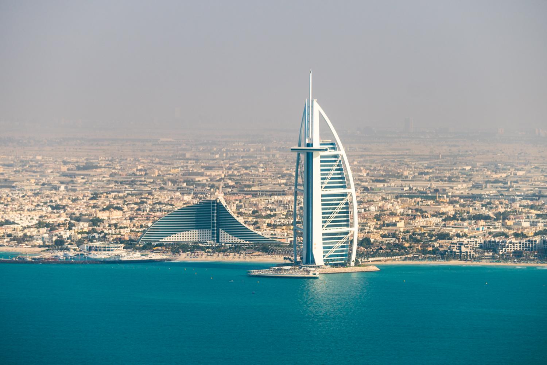 Burj Al Arab and the Jumeirah Beach Hotel.  Sony A7RII, Sony 55-210mm f/4.5-6.3 (iso100, f/5.6, 1/500s)