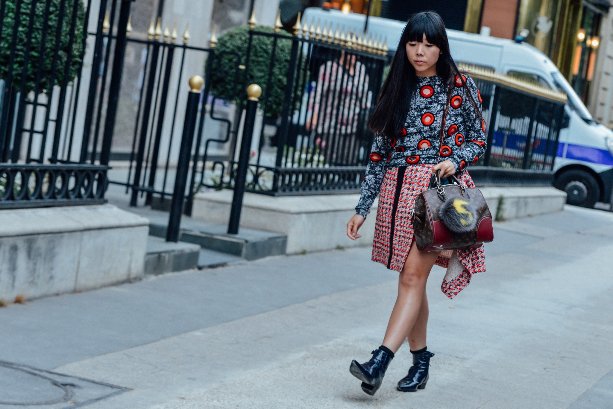 07-fall-2015-couture-street-style-11.jpg