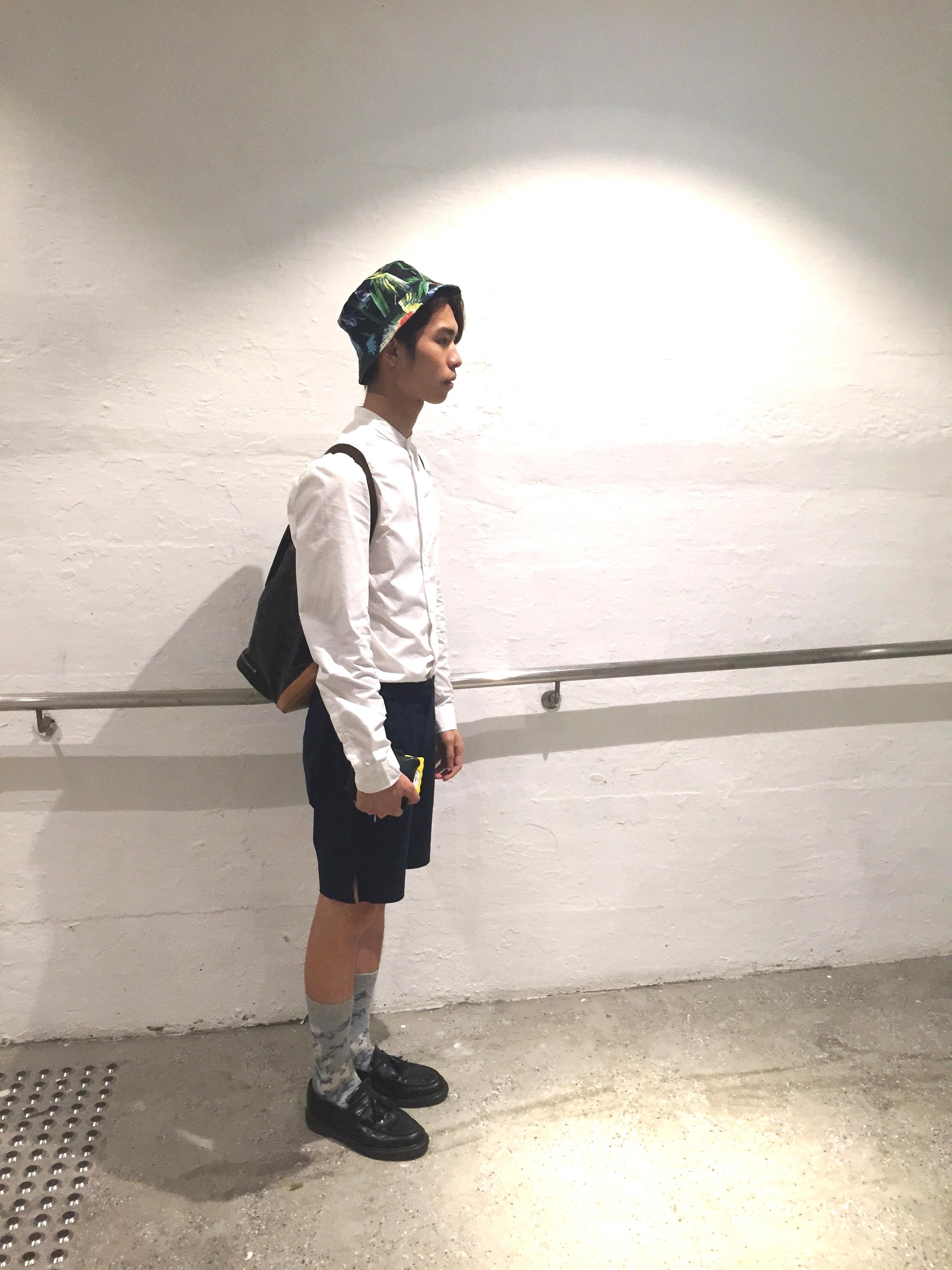 Mite wears :  Shirt - H&M  Shorts - Grandma Vintage  Socks - GV  Shoes - Dr. Martens  Hat - H&M  Bag - Louis Vuitton