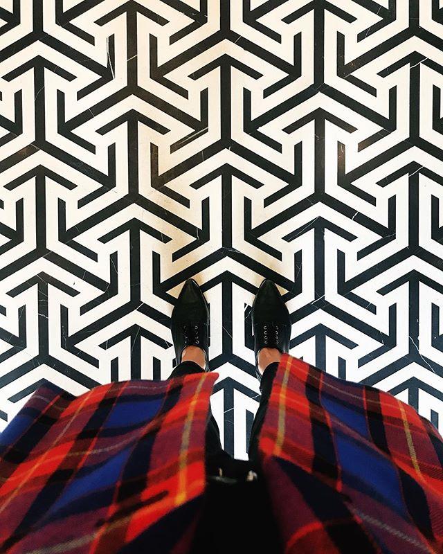 This floor...👌🏼 . . . . #rosewoodhongkong #interior #tonychi #firstlook #hongkonghotels #design #smalldetails #floor #art