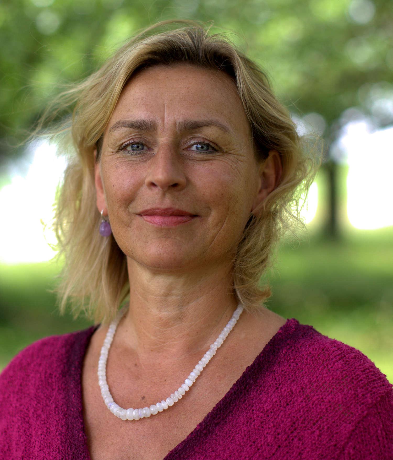 Hallo, ich bin Christina Graf,  ich freue mich Ihnen in meiner Praxis helfen zu dürfen.
