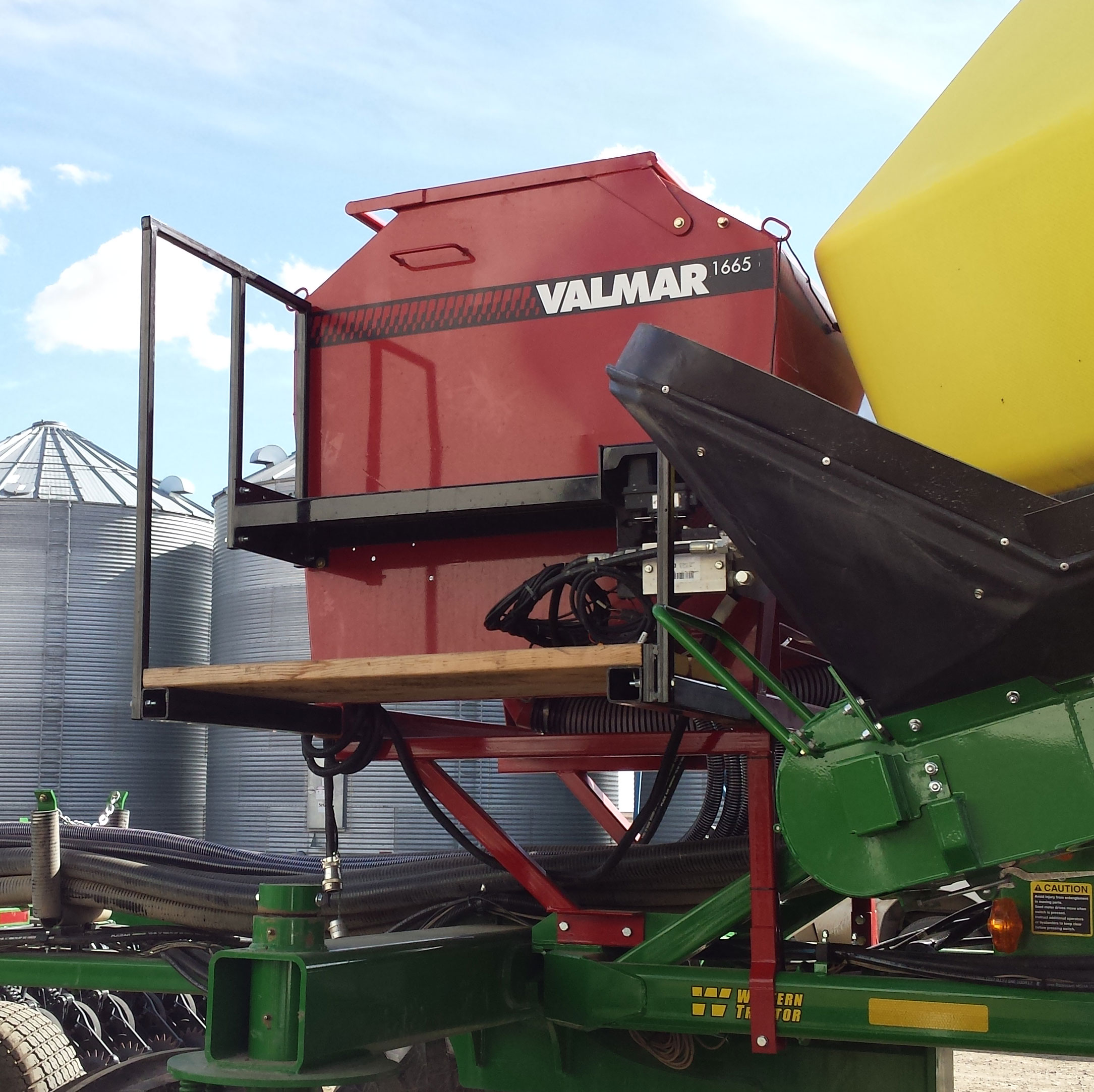 Valmar 1665 row crop and inter-row seeder
