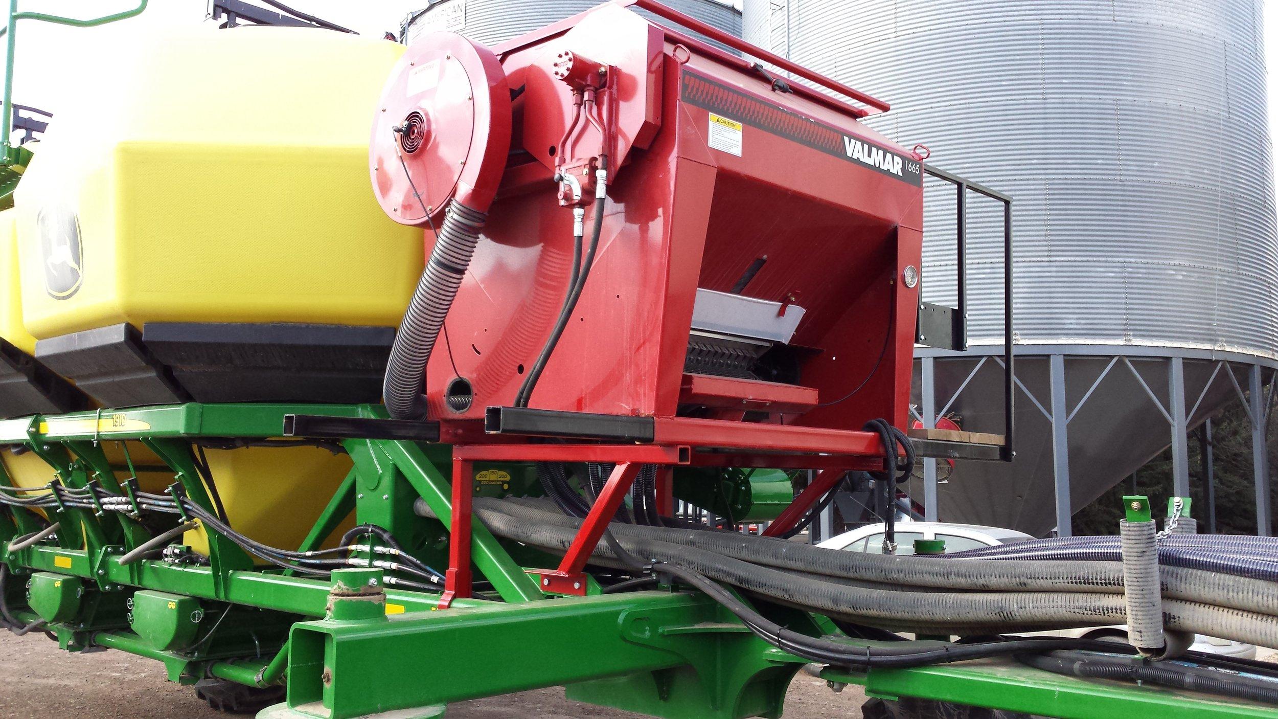 Valmar 1665 Row-Crop Applicator and Inter-Row Seeder