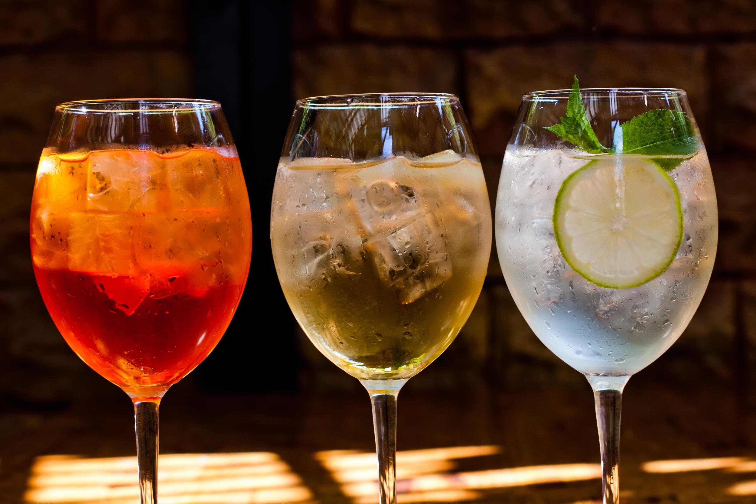 bigstock-Cocktails-with-sparkling-wine-81284396.jpg