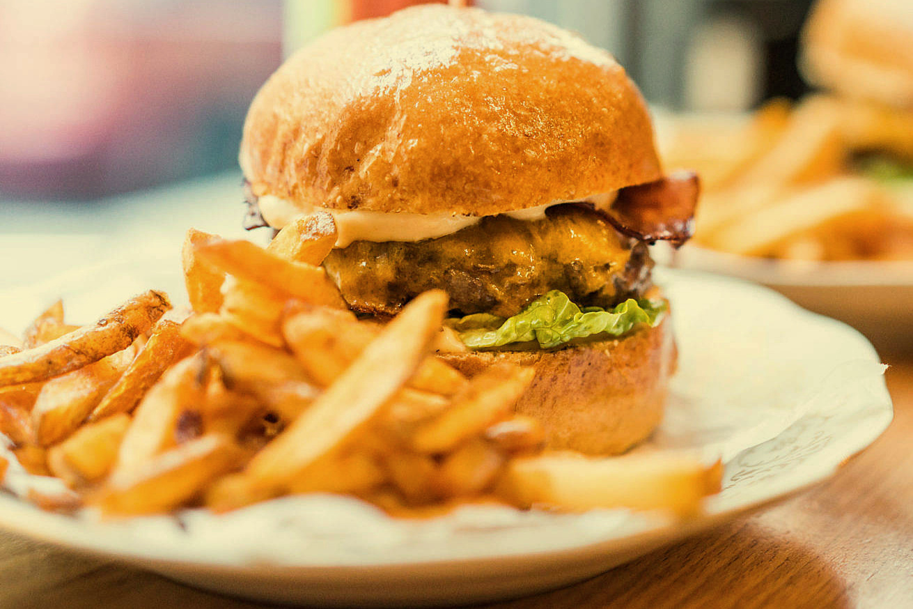yummy-fresh-burger-with-french-fries_free_stock_photos_picjumbo_DSC03833-1570x1047.jpg