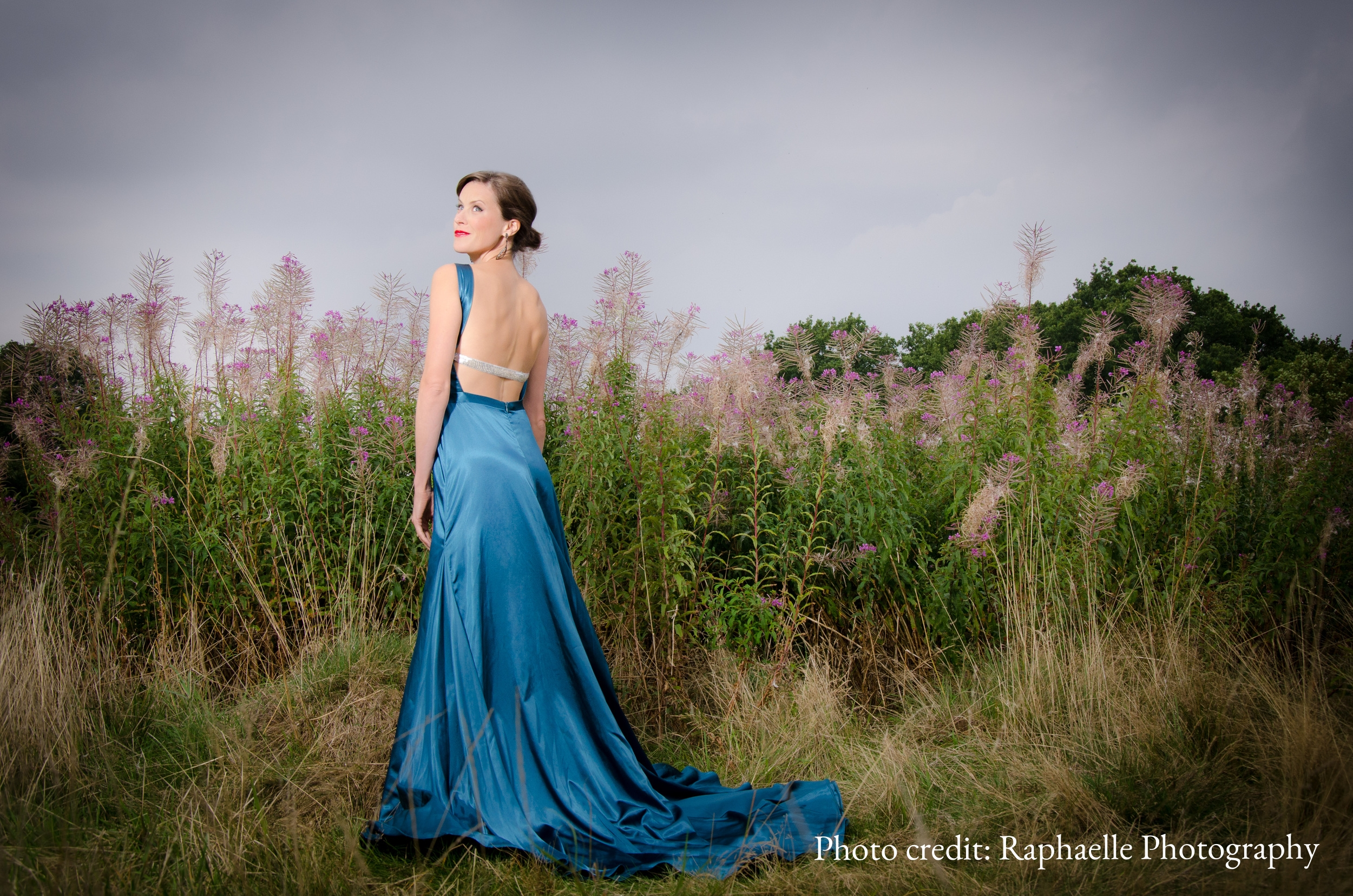 """""""Soprano Elizabeth Cragg sings with soaring sweetness at every turn."""" (Choral Journal)"""