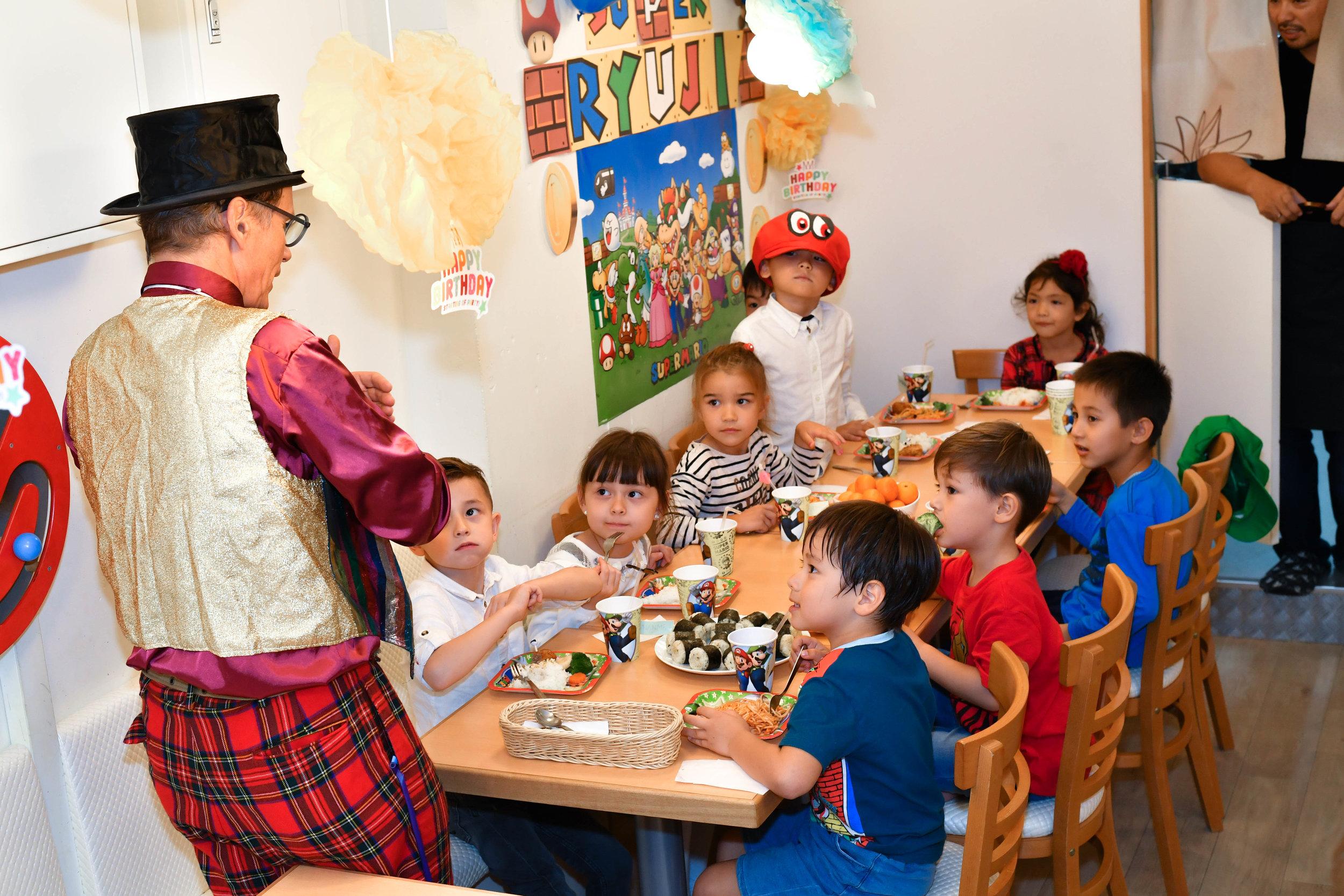 パフォーマーが来ると子供達は大喜び!!そんな誕生日は忘れられませんよよ!