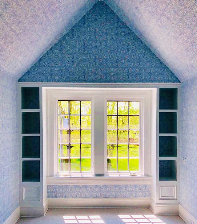 Even without a piece of furniture or window treatment, this bedroom transformation is too good not to share.  Swipe ⬅️ for before.  #wallpapereveryday #wallpaper #girlsroom #bedroom #persia #blueandwhite #interiors #interiordesign #custom #gingerrossdesign