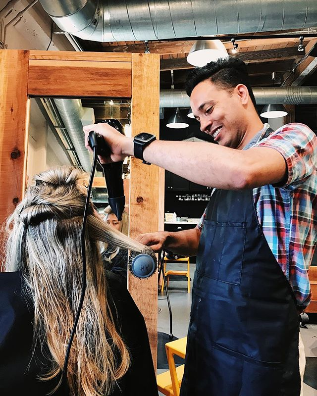 #SACRAMENTOHAIRSTYLIST 👉🏼 What's you're favorite service to do on a client? Why?? ⚡️ Share with us ⚡️