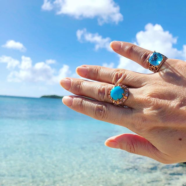Shades of blue  #tomokoigarashijewelry #rings #sleepingbeautyturquoise #swissbluetopaz #pinksapphire #rosegold #18kgold #pinkyring #finejewelry #martinique #turquoise