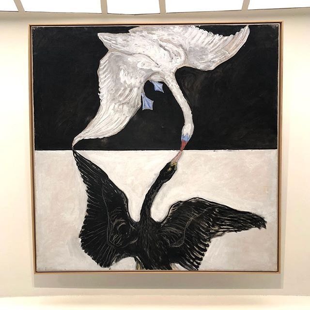 My 2 favorite pieces from The Swan Group by Hilma af Klint. Amazing composition and colors representing Yin and Yang. #guggenheim #hilmaafklint #yinyang #inspiration