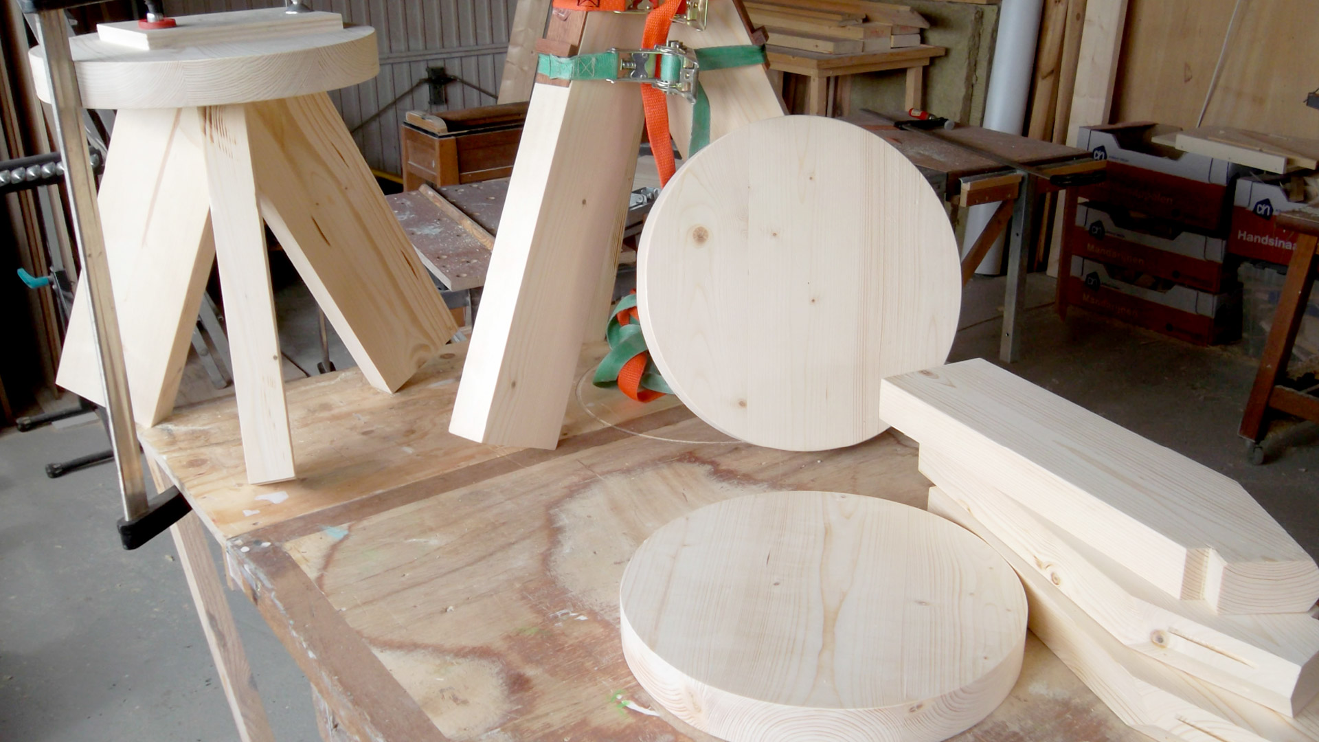 Production  / Hand made by Kees from FSC certified wood.