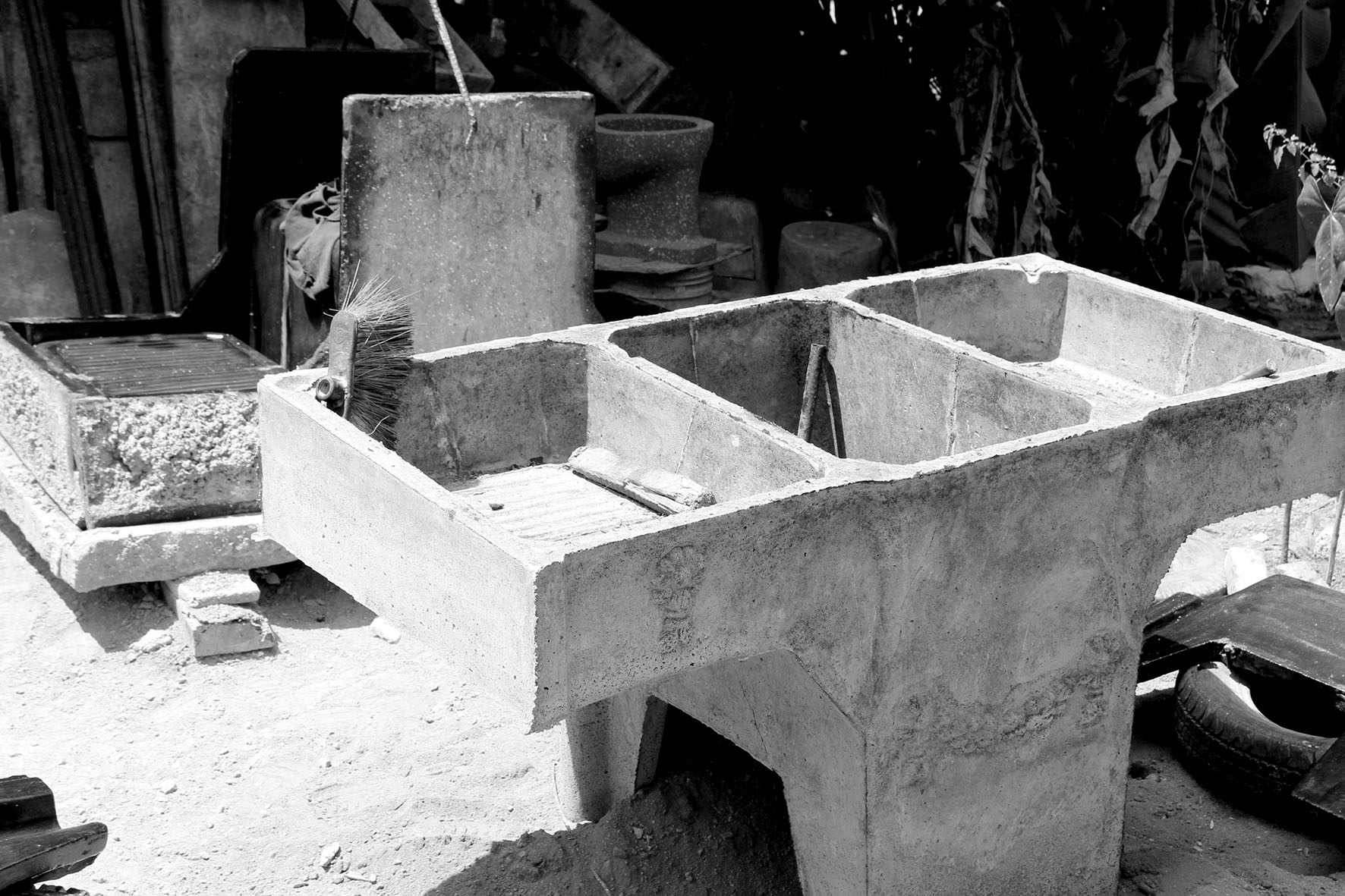 Tradition  / A typical Pila in concrete.