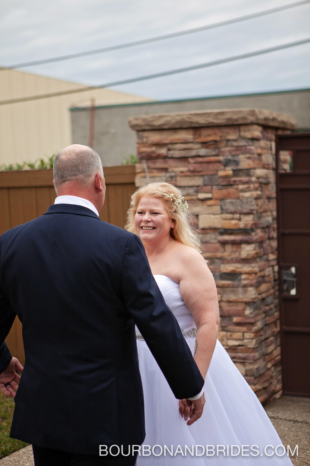 first-look-lexington-barrel-house-wedding.jpg