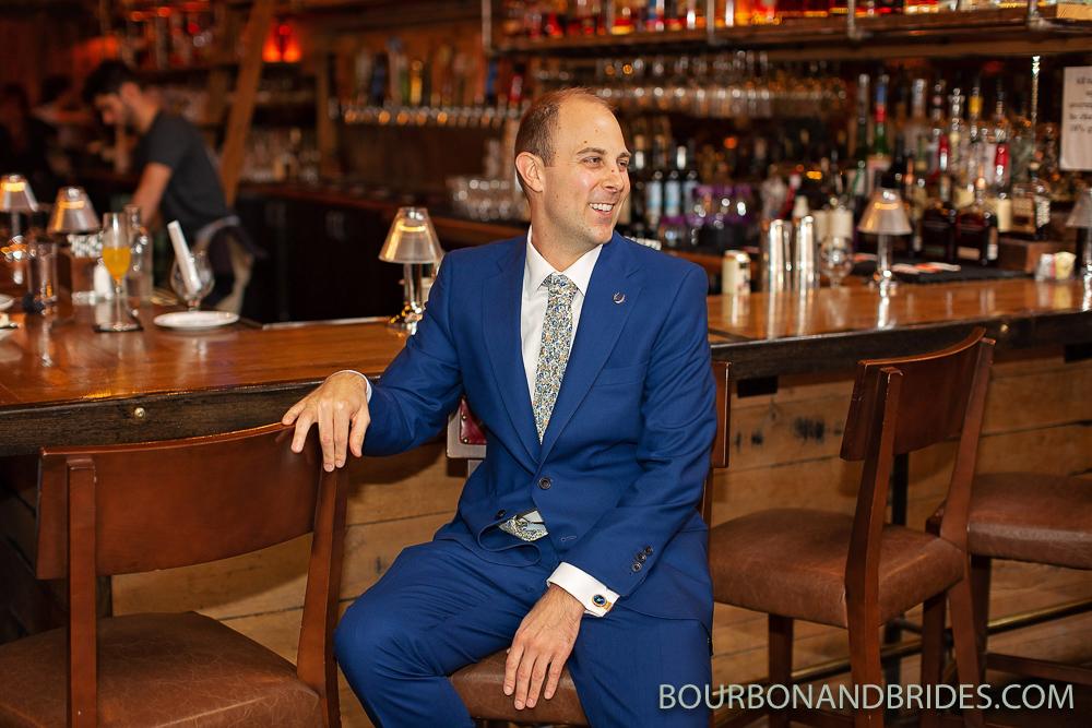 groom-bar-kentucky-photographer.jpg