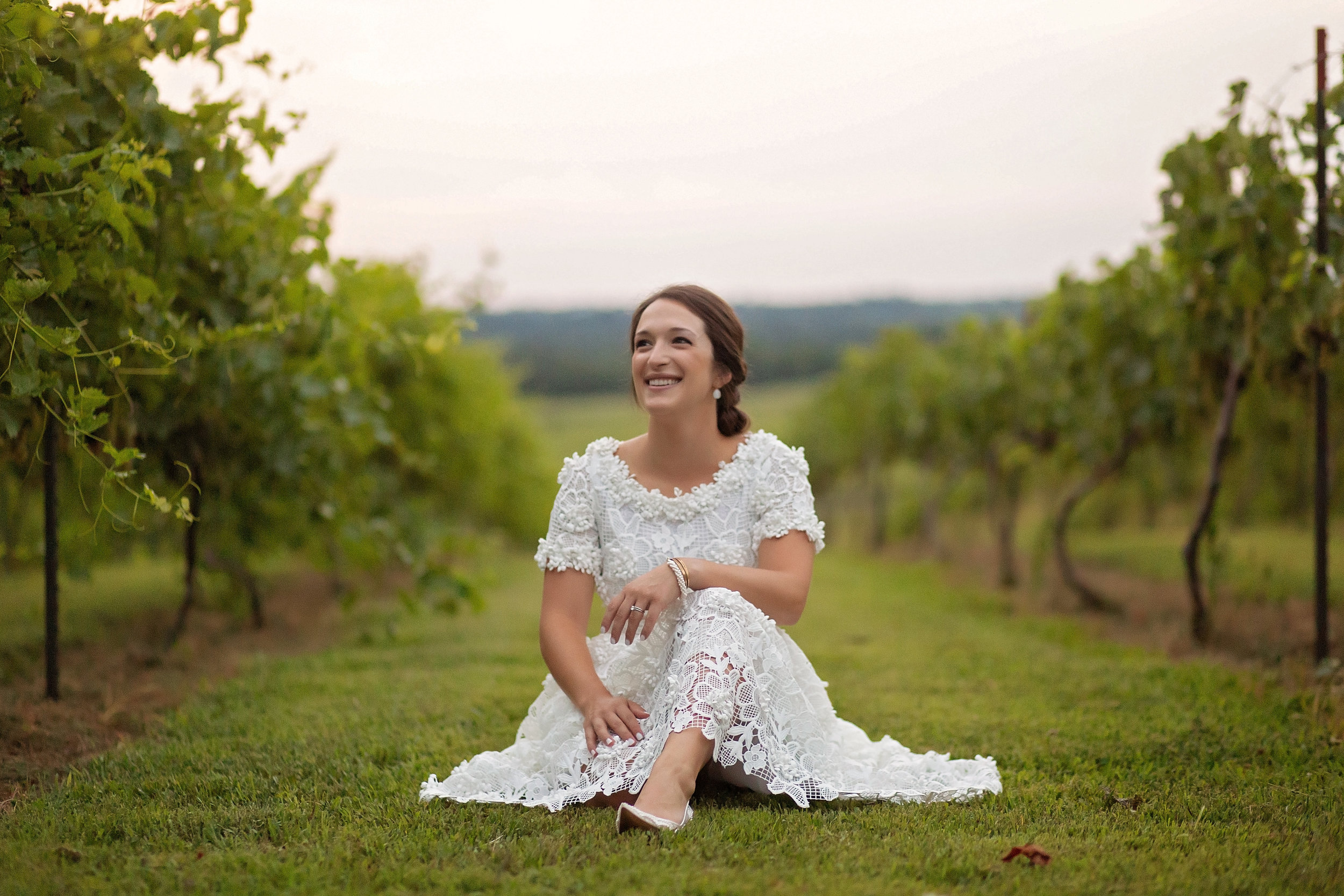 Bride-sitting-pose-kentucky.jpg