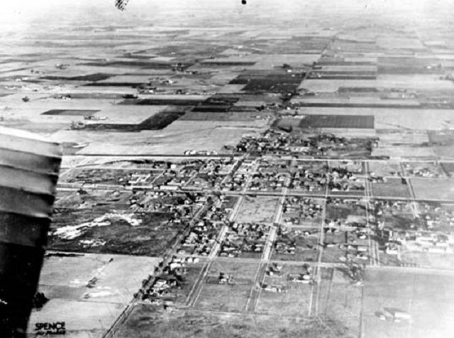 Compton c. 1920. C.C. Image: Wikipedia Commons.