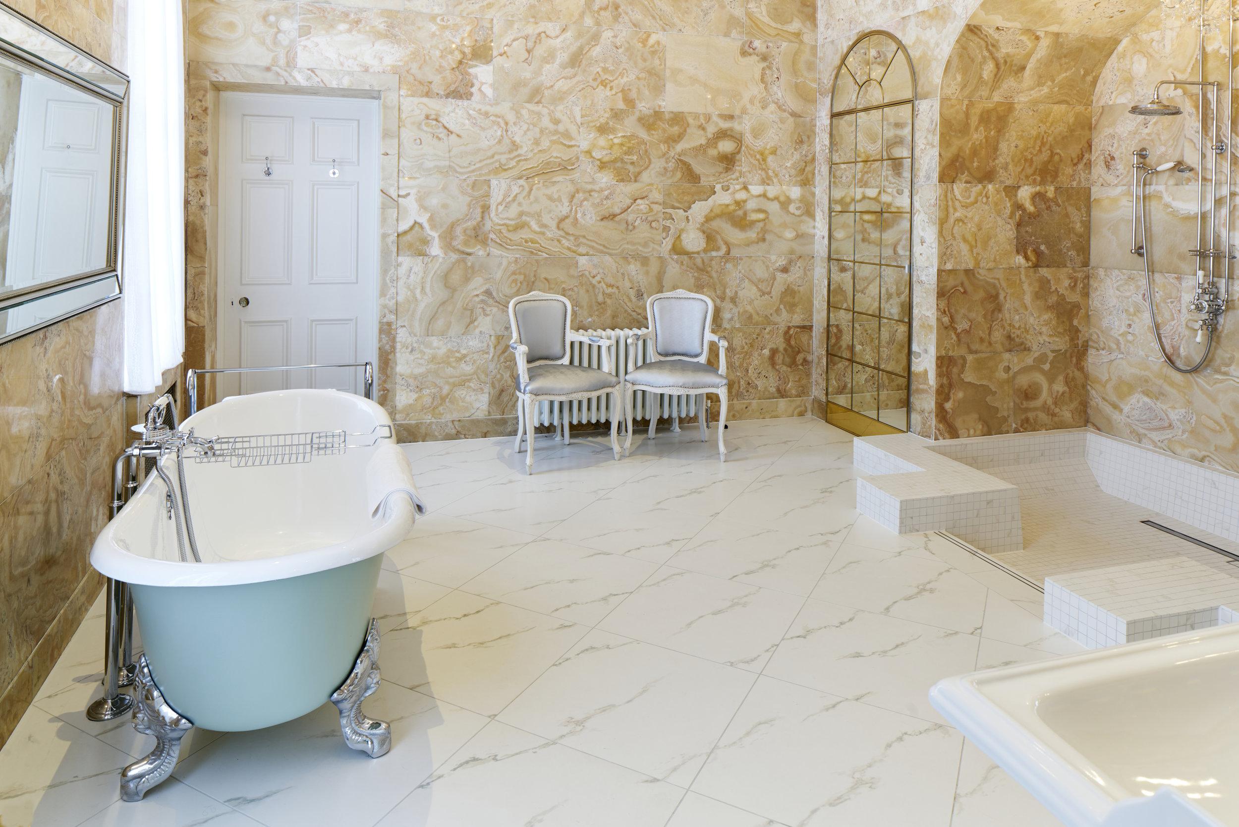 Bridal Bathroom Hedsor House - Dominic James.jpg
