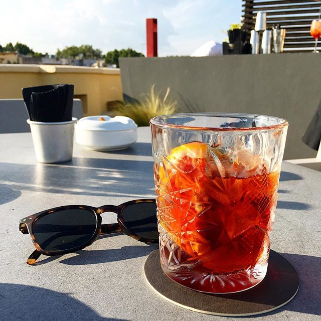 A perfect Negroni on our Rooftop Bar facing the Aventino . . . #hotelsanfrancescoroma #hotelsanfrancesco #trastevere #rome #rooftop #bar #negroni #cocktails #cocktailinrome #italiancocktail #hsfrome