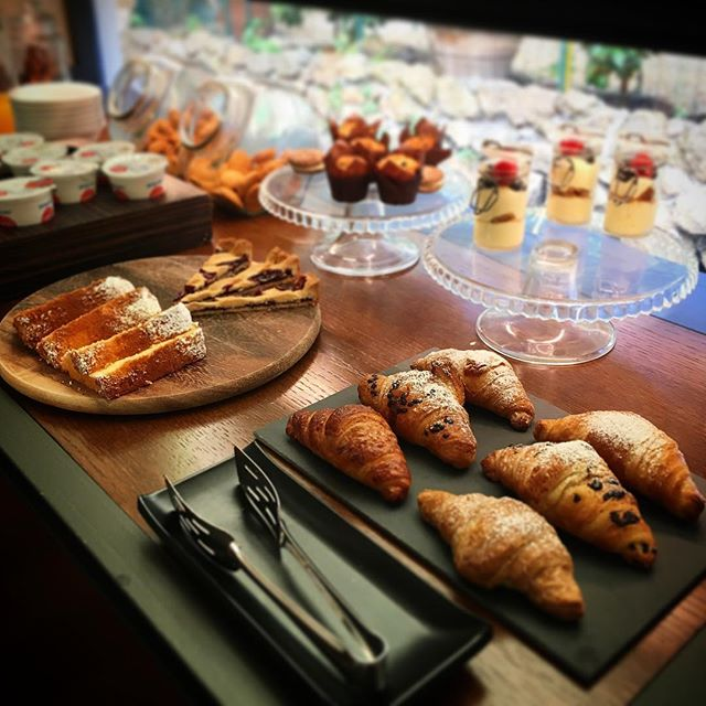 A nice day starts with a nice breakfast. Here's the sweet side of our buffet 😋 . . . #hotelsanfrancescoroma #hsfrome #hotelsanfrancesco #trastevere #rome #roma #breakfastinrome