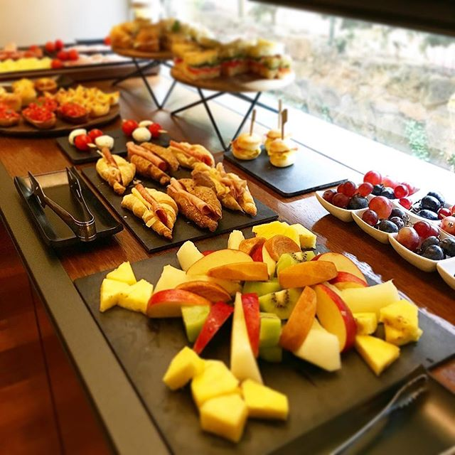 Buffet breakfast 😍 . . . #hotelsanfrancescoroma #hsfrome #hotelsanfrancesco #trastevere #rome #breakfastinrome #fruitsalad #enjoy