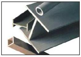 标准结构形状包括角钢、工字梁、宽翼缘梁、槽钢和管材。自定义配置文件功能也可用。